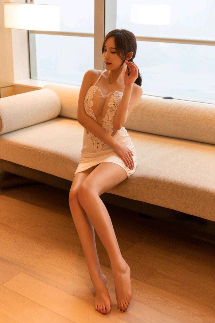 蕾丝控性感美女奶瓶周妍希私密照片,长腿美乳养眼动人