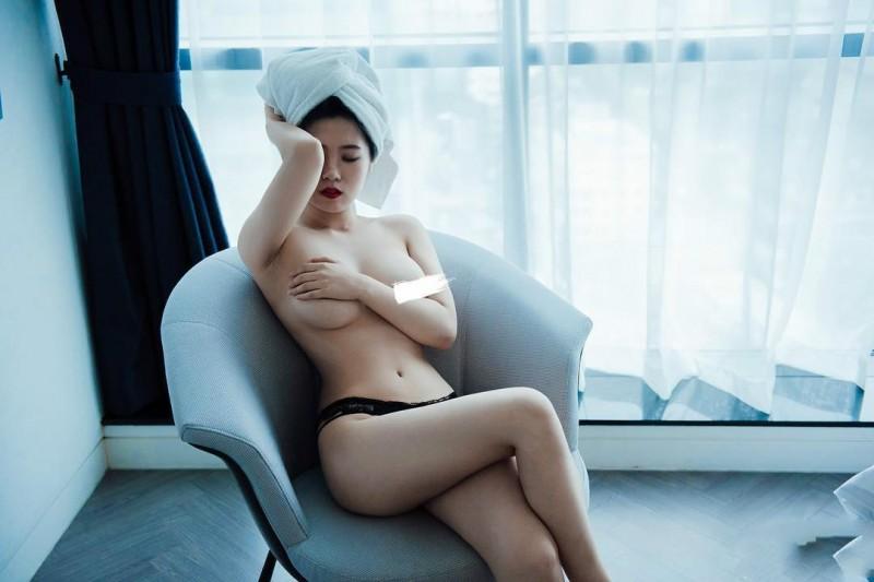 邪恶美女丝袜美腿 丝袜小姐姐全裸三点若隐若现