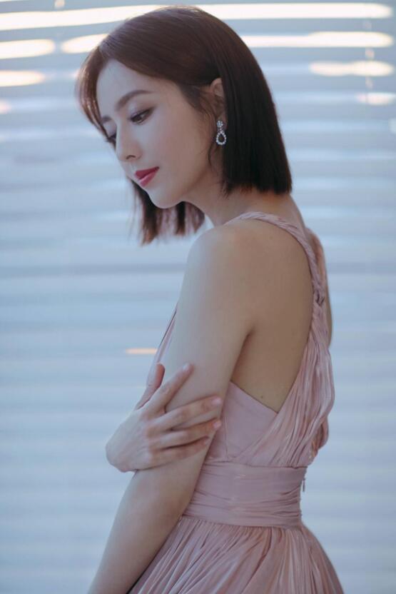佟丽娅 微博之夜微博年度女神美照分享及个人资料