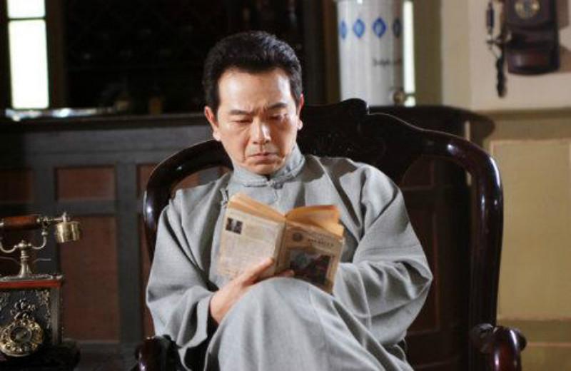 张晨光带货被评论区骂哭,评论称他不要名声,他看到后落泪