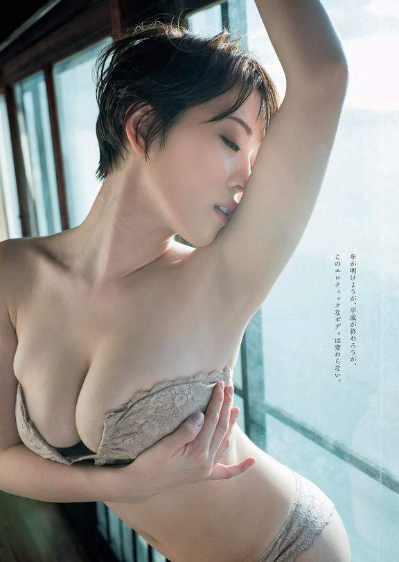 忍野沙罗(忍野さら)最新写真图片 最胸女大生让G奶出来透气