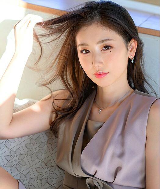 小松杏JUL-573 5月新人大展舌吻技巧