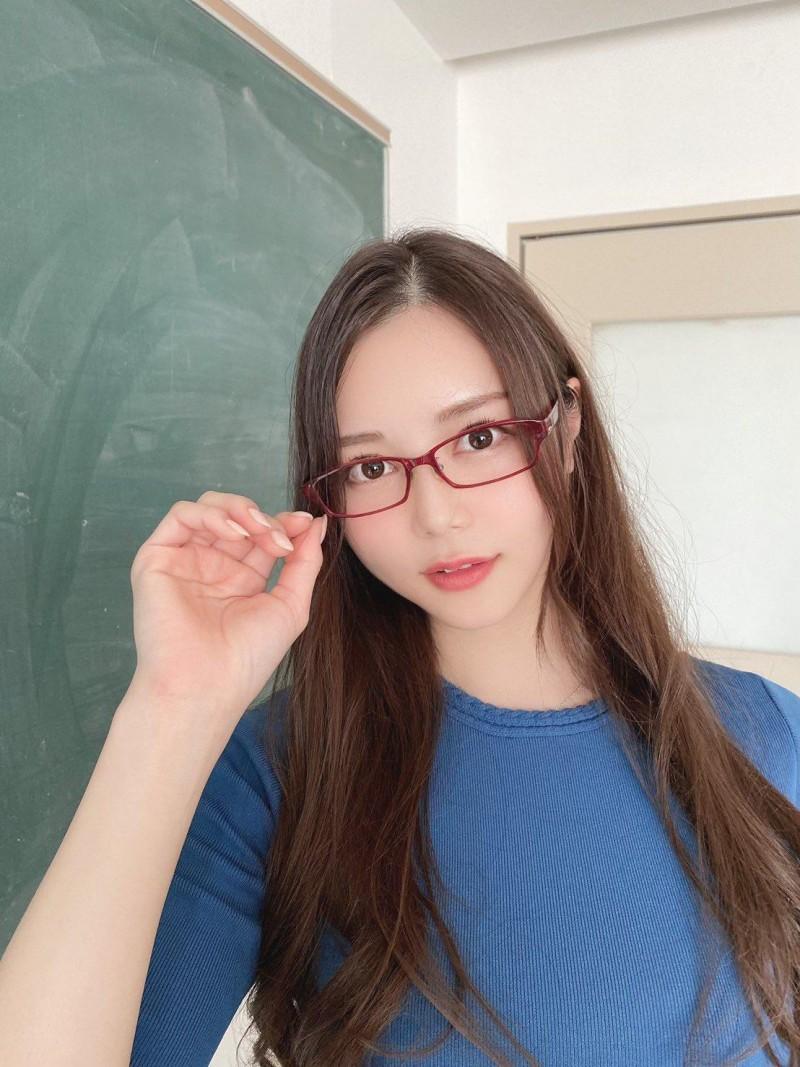 白峰美羽IPX-621 女神级老师课后主动辅导学生技巧