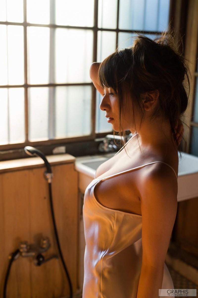 敬业演员园田美樱 奶量超标造成腰肌劳损